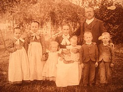 Family Wieser at 1900